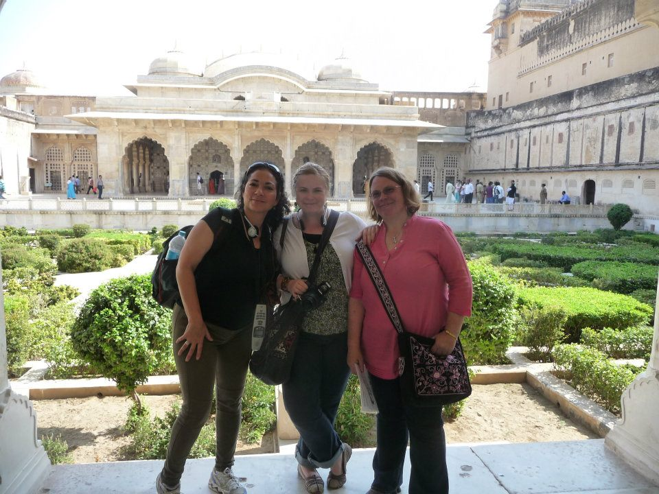 Sarah, Katey, and Francesca explore the Amber Fort